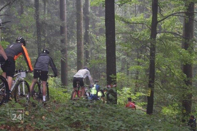 Takmicari na XCO stazi Biciklizam