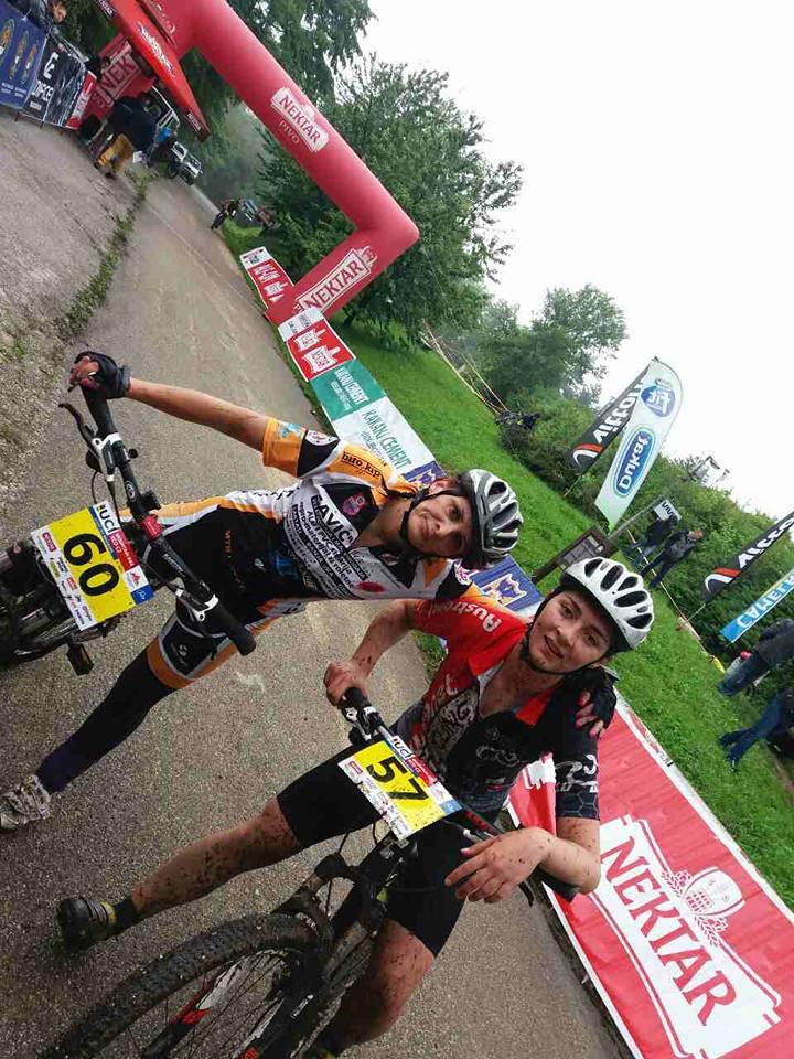 Djevojke na biciklu